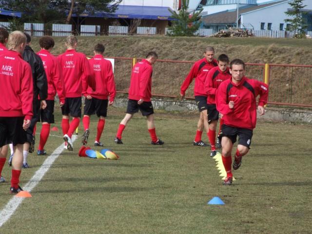 Naši hráči počas rozcvičky pred zápasom.